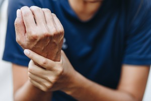 joint pain in the wrist